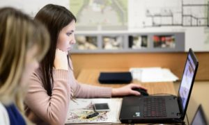Провести онлайн тренинги, хороший способ заработать.