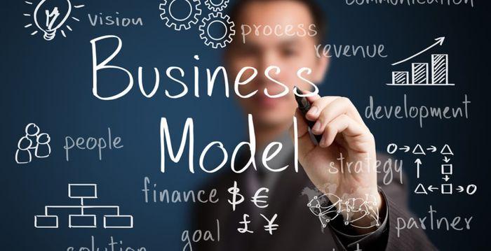 Классическая бизнес модель проигрывает тренинговому бизнесу.