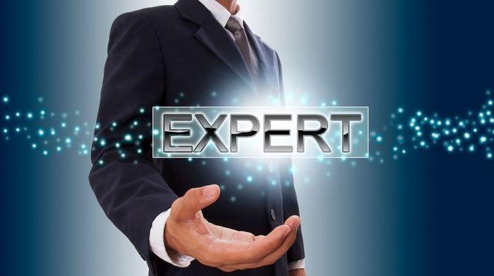 Эксперт в нише не появляется моментально, всё приходит со временем.